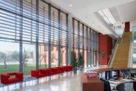 Facade vitrée avec brise soleil en aluminium
